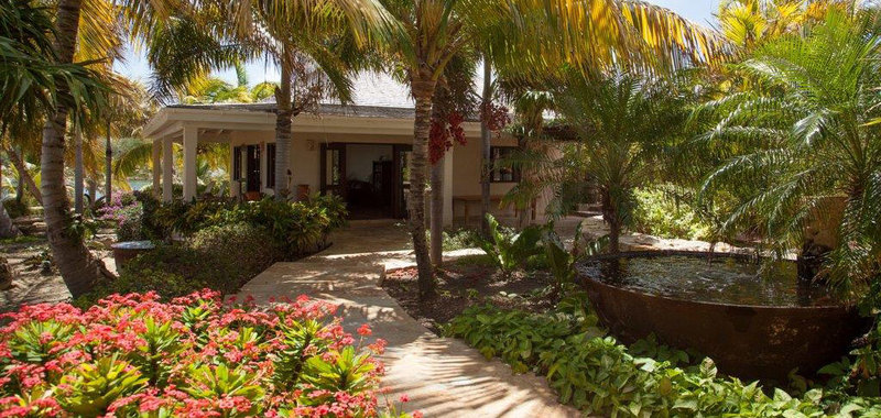 Antigua villa 25 02