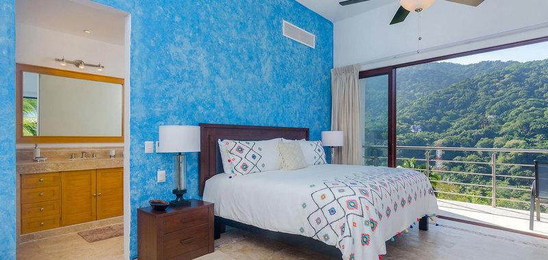 Casa mismaloya master bed1 04