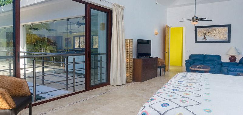 Casa mismaloya master bed1 10